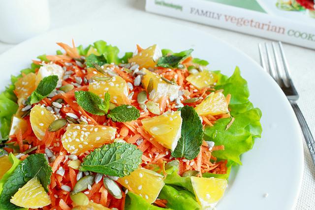 Салат с апельсинами и морковкой